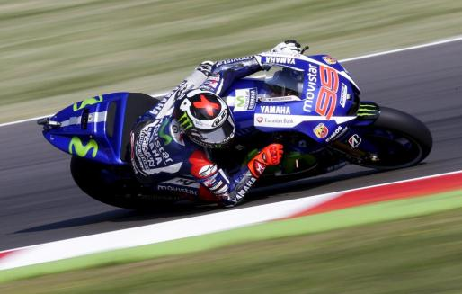 Yamaha MotoGP rider Jorge Lorenzo of Spain takes a corner during the first free practice of the San Marino Grand Prix in Misano Adriatico circuit in central Italy, September 11, 2015. REUTERS/Max Rossi MOTORCYCLING-PRIX/