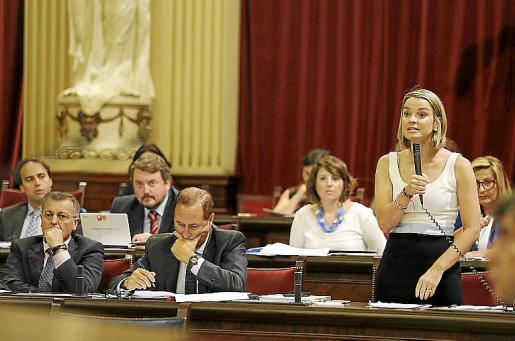 Prohens, en el grupo Popular, durante una intervención.
