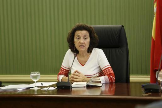 PALMA. POLITICA AUTONOMICA. Fina Santiago, consellera de Serveis Socials i Cooperació comparece en el Parlament. MAS FOTOS EN EL DISCO DEL 10-09-2015