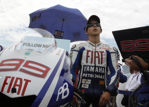 El piloto de Yamaha, Jorge Lorenzo, espera la salida del Gran Premio de Alemania.