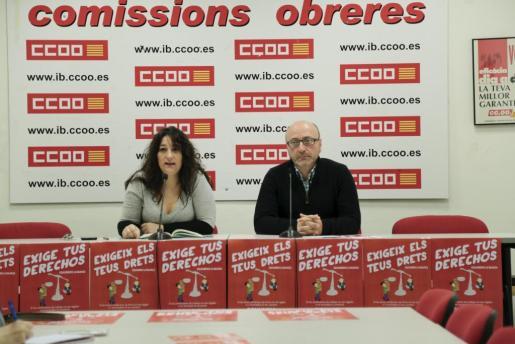 Katiana Vivens y José Luis García durante la presentación de la campaña 'Exigeix els teus drets' de CCOO.