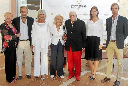 Olga Bestard, Luis Nigorra, Birgitta de Suecia, Corona Cobian de Nigorra, Tummy Bestard, Loes Lubat y Eduardo González.