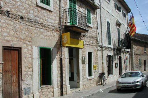 Imagen de archivo de la fachada de la oficina de Correos en Binissalem.