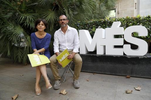 Margalida Capellà y Biel Barceló, antes de la rueda de prensa en Palma para explicar el proceso de primarias.