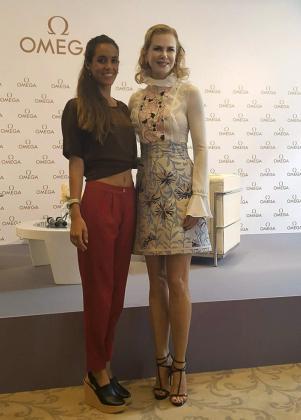 La capitana de la selección de natación sincronizada, Ona Carbonell, y la actriz australiana Nicole Kidman posando en Milán.