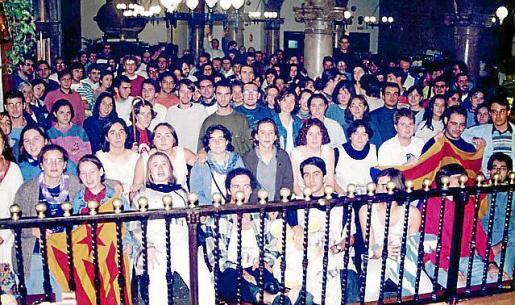 Un grupo de participantes las actividades del Grup Blanquerna en el año 1995.