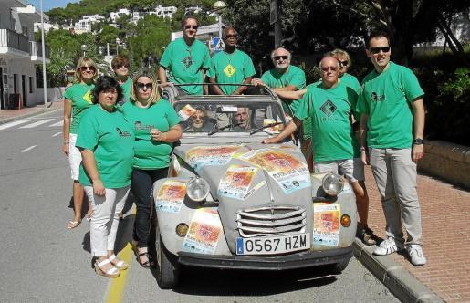 El Festival se presentó ayer por los miembros de la Asociación de Vecinos de Cala Llonga.