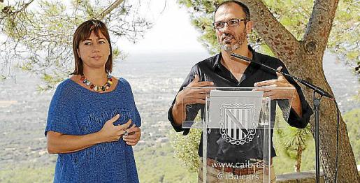 Francina Armengol y Biel Barceló informan de la reunión.