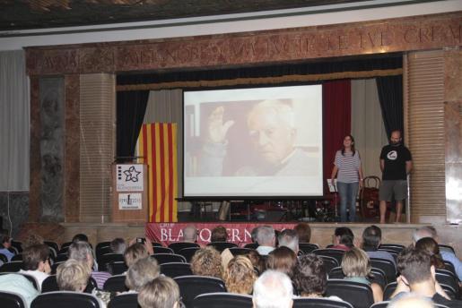 Maribel Servera y Macià Ferrer abrieron el acto con un recital de gloses.