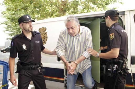 Alía, dirigiéndose a declarar ante el juez el pasado 3 de julio tras su estancia en los calabozos.