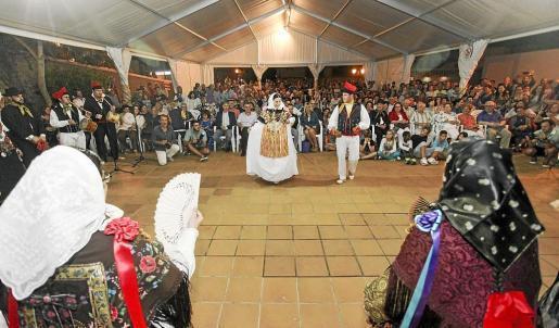 Pocas veces el pueblo de Sant Miquel debe haber visto tanta gente junta celebrando la riqueza cultural que han aportado estos 50 años de historia de La Colla Balansat. Foto: DANIEL ESPINOSA