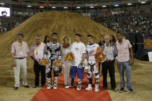 Miralles, Pagés y Dani Torres durante la entrega de trofeos.