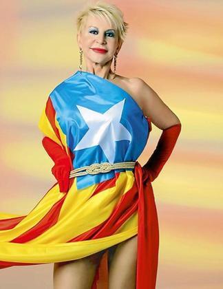La periodista Kermele Marchante se ha vestido con la estelada.