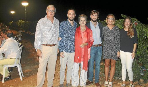 Josep Lluís Roses, Pep Roses, Niní Ferrer, Óscar Roses, María Roses y Sarah Roses.