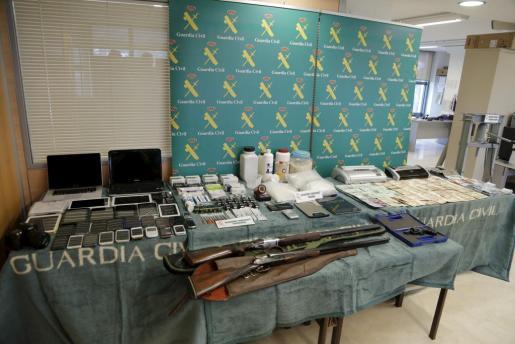 Alijo interceptado por la Guardia Civil a un grupo de narcotraficantes.