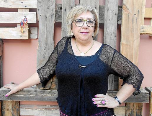La diseñadora Aina Sánchez, quien realizó el vestido con la estelada que vistió Karmele Marchante en la Diada de Catalunya.