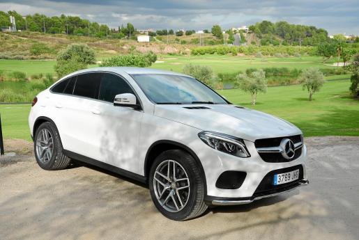 Estéticamente es un vehículo con puntos comunes con el X6 de BMW, aunque la personalidad propia de los Mercedes se encuentra perfectamente reflejada.