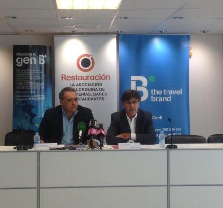 Alfonso Robledo, presidente de Restauración Mallorca, y Antoni Abrines, director comercial de B the travel brand en Balears.