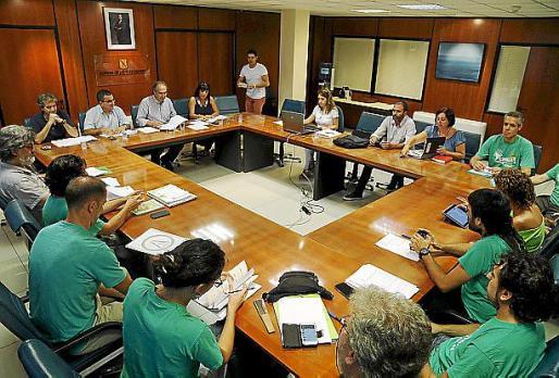 Una de las últimas reuniones entre los comités y Educació.
