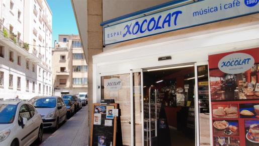 Entrada de la tienda y cafetería Espai Xocolat.