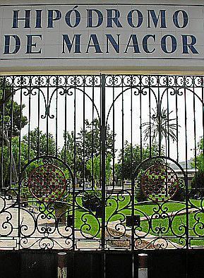 Entrada al hipódromo de Manacor.