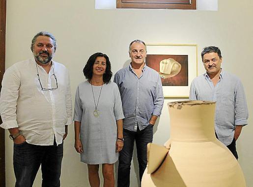Miquel Bezares, Adelina Gutiérrez, Jaume Tomàs y Toni Garau, en el Claustre de Sant Bonaventura, Llucmajor.