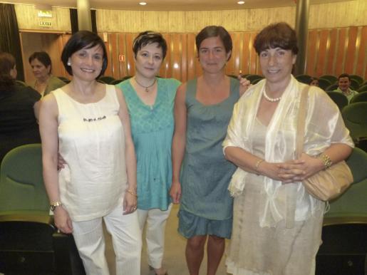 Lourdes e Inmaculada Vich, la becada Inés Losada, y Mercè Balcells.