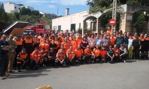 Los voluntarios que han participado en la diada.