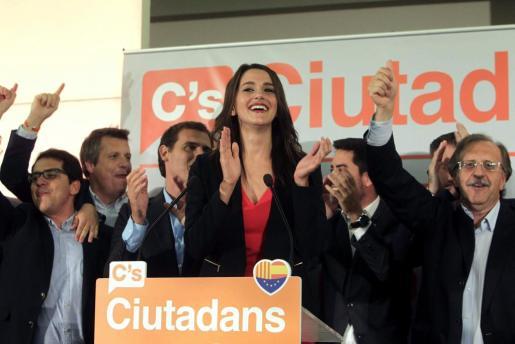 La candidata de C's a presidir la Generalitat, Inés Arrimadas, ha pedido este domingo la dimisión del presidente de la Generalitat, Artur Mas, y unas nuevas elecciones en la que el independentismo no sea el protagonista.
