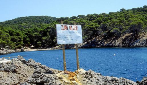 El Cap de Pinar es hoy una zona de uso exclusivo para los militares, también está prohibido el acceso por mar.