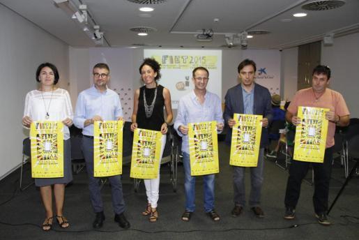 Laura Ribas, Pep R. Cerdà, Marga Puigserver, Jaume Gomila, Francesc Miralles y Jordi Rosselló, en la presentación de esta feria teatral, en Palma.