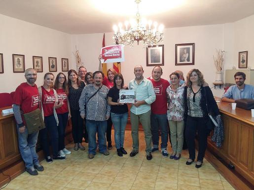 Al acto asistieron representantes del colectivo Mallorca sense sang, a quienes el alcalde, Joan Francesc Canyelles, agraceció su presencia.