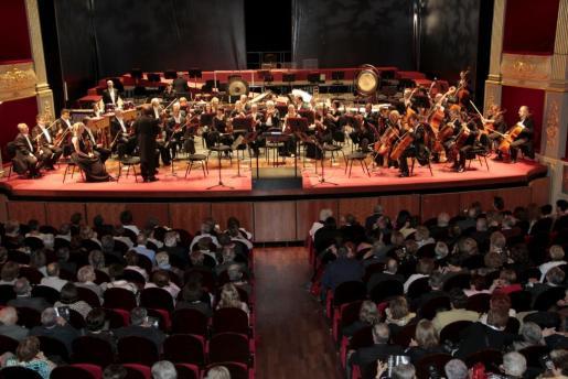 Imagen de un concierto ofrecido por la Orquestra Simfònica de Balears en el Principal en mayo de 2013.