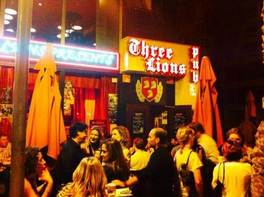 La entrada del Three Lions Pub.