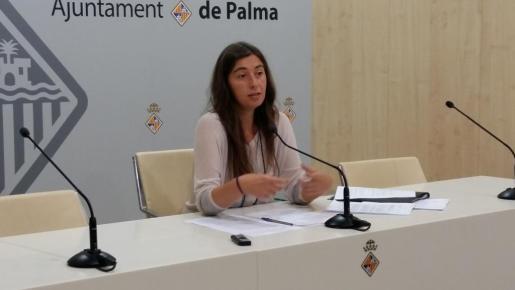 La teniente de alcalde de Ecología, Agricultura y Bienestar Animal y portavoz del equipo de gobierno, Neus Truyol, durante una sesión informativa.