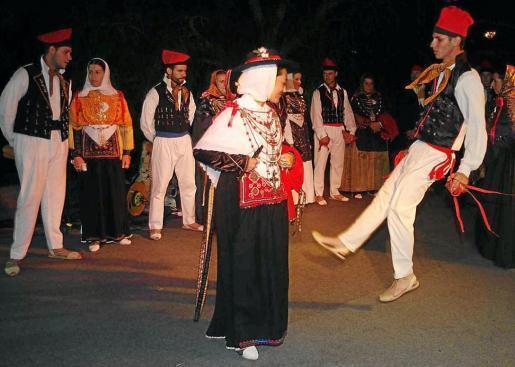 Es Cubells es una de las pocas localidades de Eivissa que celebra su día grande por la tarde-noche.
