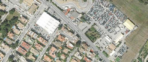 Imagen aérea en la que se observa el polígono de rent a car de Son Garcies, a la derecha.