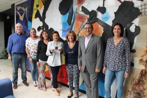 Representantes del IES Bendinat junto al alcalde de Calvià.