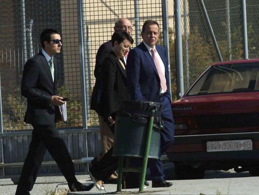 Pedro Horrach y los jefes de la policía «anticorrupción» tras interrogar a Matas en la cárcel de Segovia en 2014.
