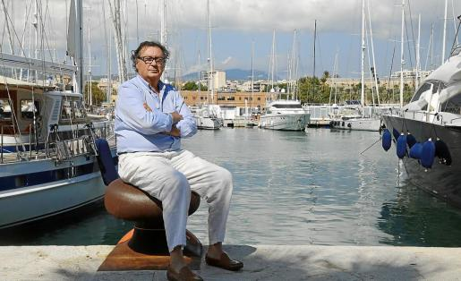 El gerente de la Federació Balear de Confraries de Pescadors, Antoni Garau, en el puerto de Palma.