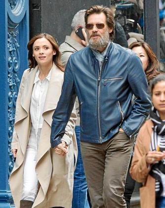 El actor Jim Carrey junto a la joven Cathriona White.