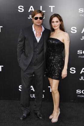 Angelina Jolie y Brad Pitt, a su llegada al estreno de la película 'Salt'.
