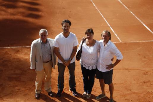 El presidente de la FTIB, Toni Ferragut, el exjugador Carlos Moyà, la edil de Cort Susanna Moll y el responsable del torneo Mikael Landström.