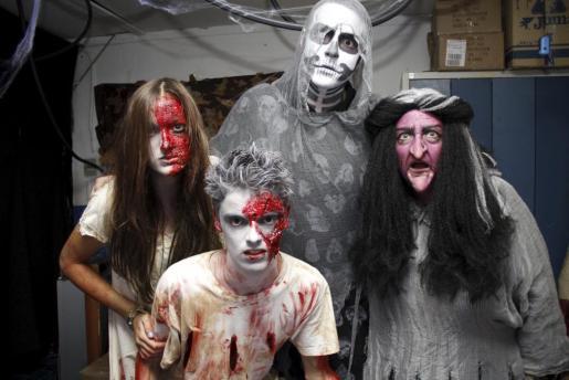 El maquillaje es importante para completar el disfraz de Halloween.