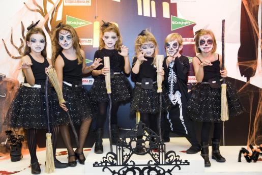 Las pequeñas ganadoras de la pasada edición del concurso de disfraces de Halloween.