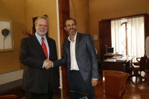 Momento de la reunión entre Claassen y Barceló.