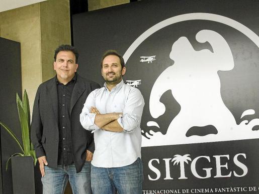 Toni Bestard y Marcos Cabotá posan ante el cartel del Festival de Sitges tras presentar la película.