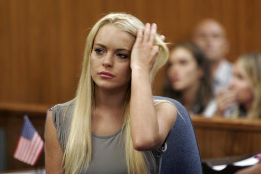 Lindsay Lohan, ante el juez de Beverly Hills que le sentenció a pasar 90 días en la centro penitenciario Century Regional Detention Facility en Lynwood, California, después de que la actriz violara su libertad condicional.