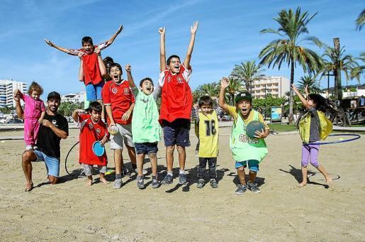 La playa de s'Arenal se convirtió en un improvisado campo de fútbol. Foto: TONI ESCOBAR