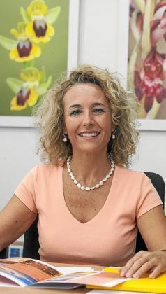 Helena Benlloc en su despacho del Ayuntamiento de Sant Josep durante la entrevista. Foto: DANIEL ESPINOSA